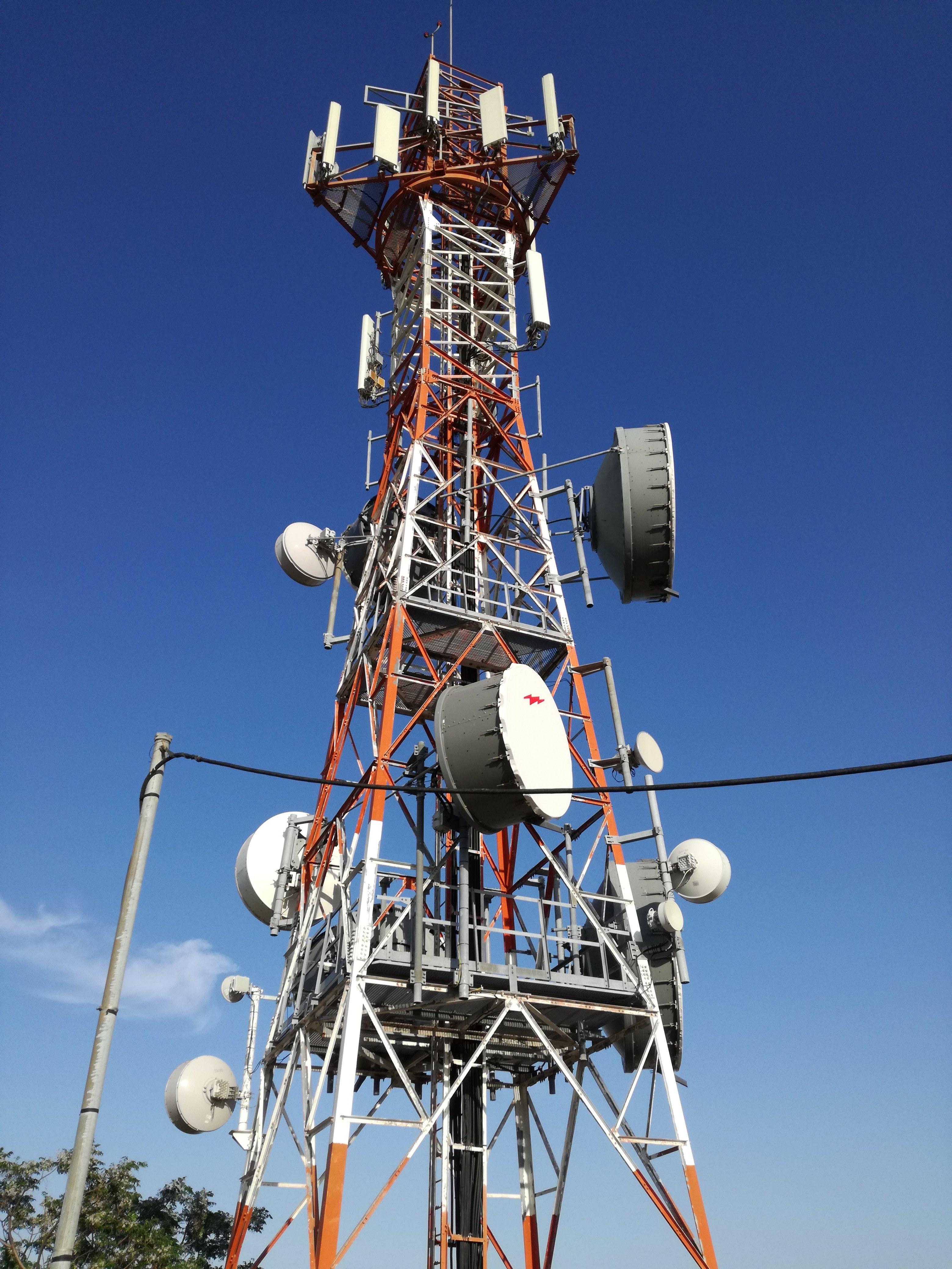 Grèce - Antenne relais GSM ( Mégara )